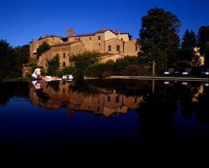 Castel Monastero фото